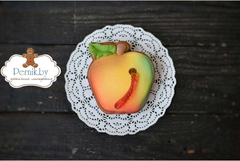 Пряник яблочко с желатиновым червячком